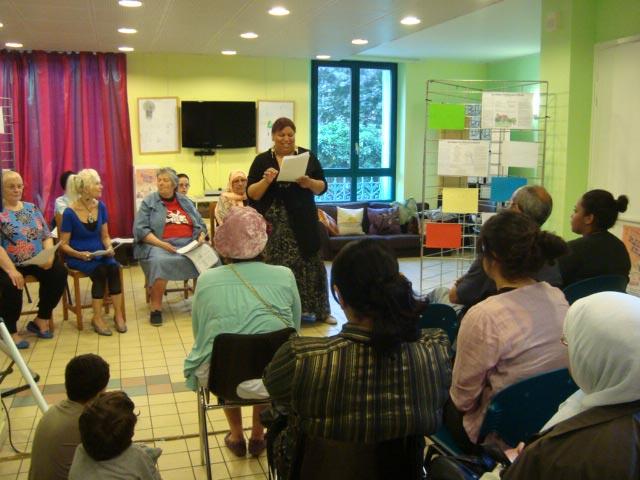 5-Lecture-atelier-ecriture-Festival-Transit-2011-Maison-de-quartier-Saint-Ouen